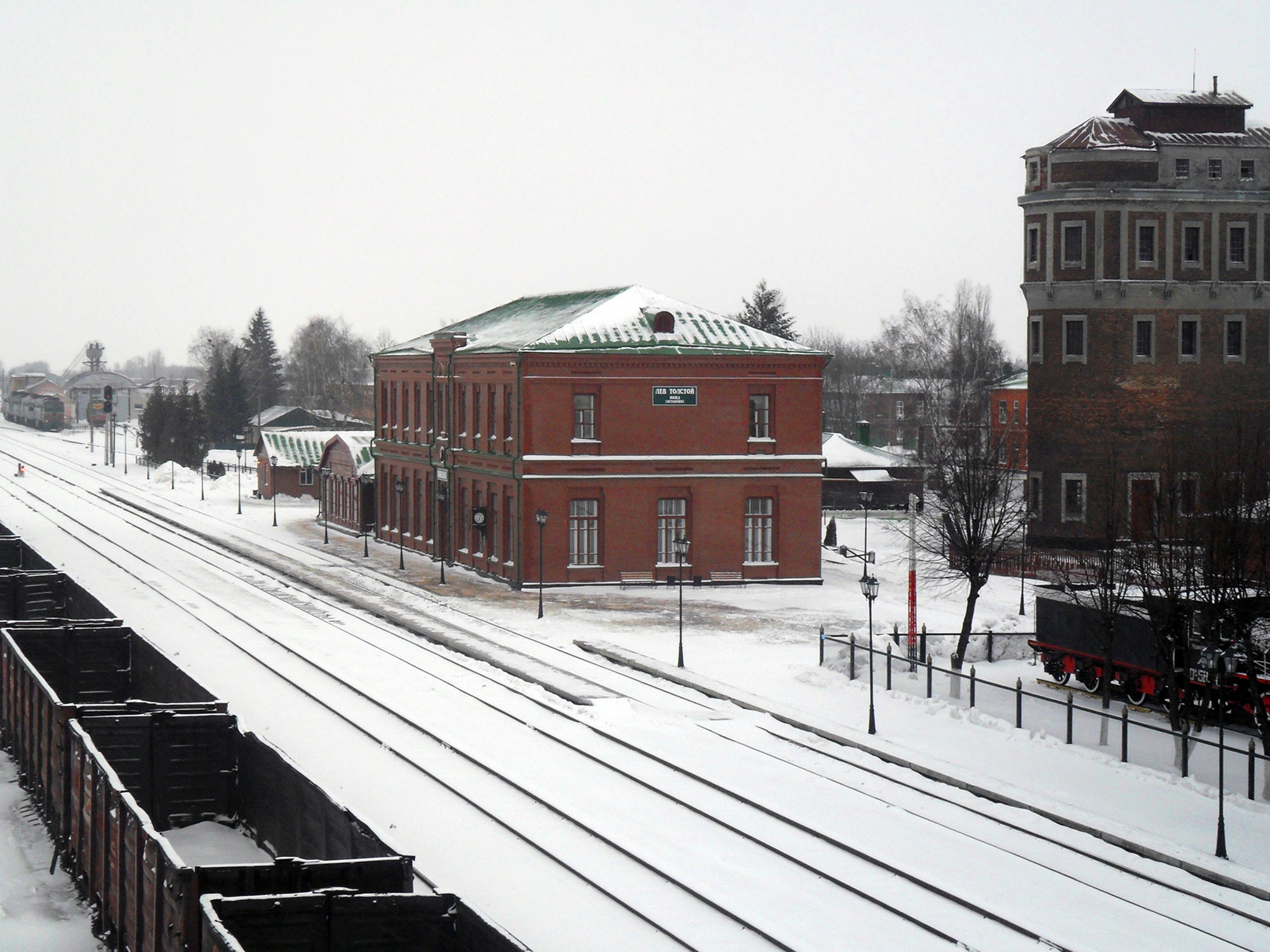 L'attuale stazione di Lev Tolstoj, già Astàpovo. Licenze Creative Commons
